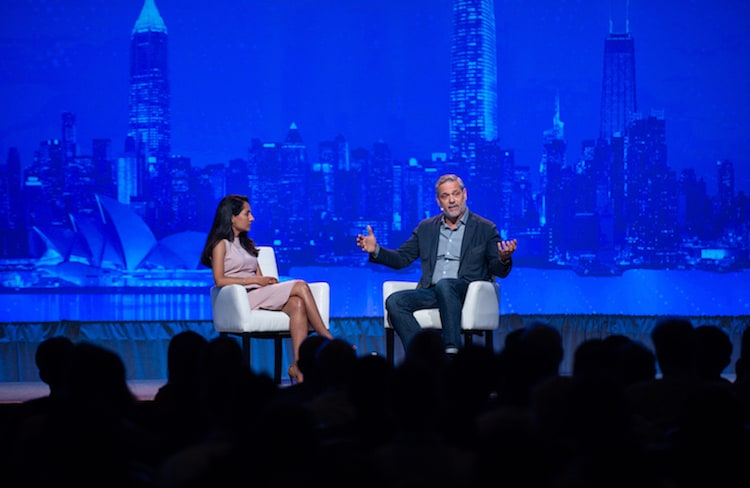 MuleSoft CMO Vidya Peters and Michael Gonella, Salesforce CTO, onstage at MuleSoft CONNECT San Francisco 2019.