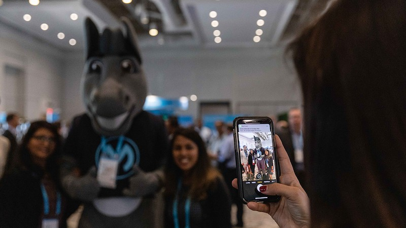MuleSoft CONNECT attendees taking a picture with Max